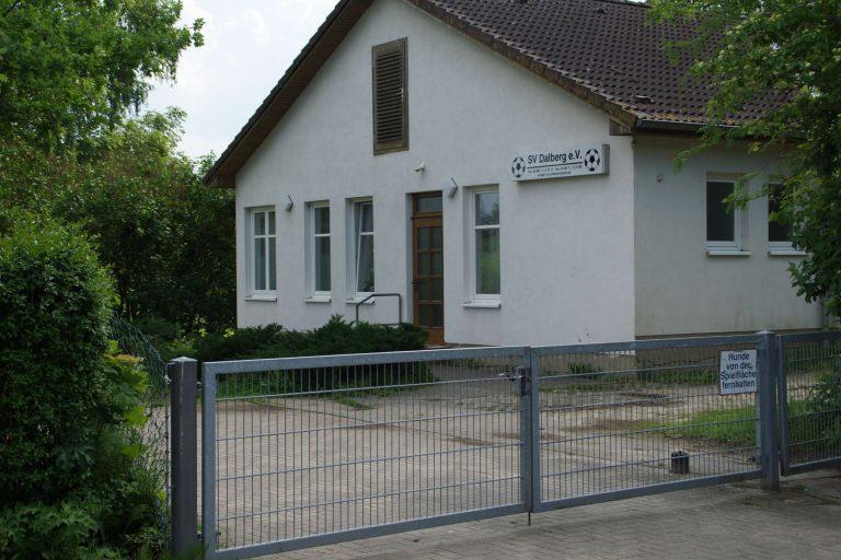 Vereinsheim vom Parpkplatz